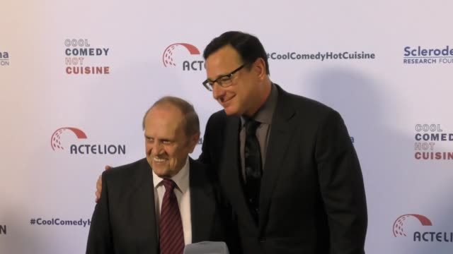 bob newhart and bob saget at the cool comedy - hot cuisine 30th annual benefit for the scleroderma research foundation at the beverly wilshire four... - ボブ ニューハート点の映像素材/bロール