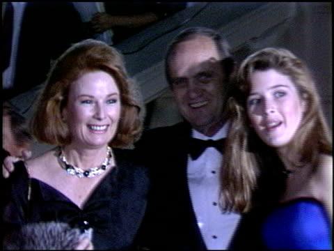 bob newhart at the 1986 emmy awards at the pasadena civic auditorium in pasadena, california on september 21, 1986. - ボブ ニューハート点の映像素材/bロール