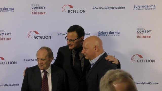 bob newhart, jeff ross, and bob saget at the cool comedy - hot cuisine 30th annual benefit for the scleroderma research foundation at the beverly... - ボブ ニューハート点の映像素材/bロール