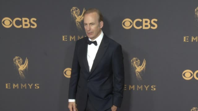bob odenkirk at the 69th annual primetime emmy awards at microsoft theater on september 17 2017 in los angeles california - emmy awards stock-videos und b-roll-filmmaterial