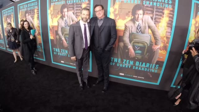 vídeos de stock, filmes e b-roll de bob saget and judd apatow at hbo's the zen diaries of garry shandling at avalon on march 14 2018 in hollywood california - judd apatow
