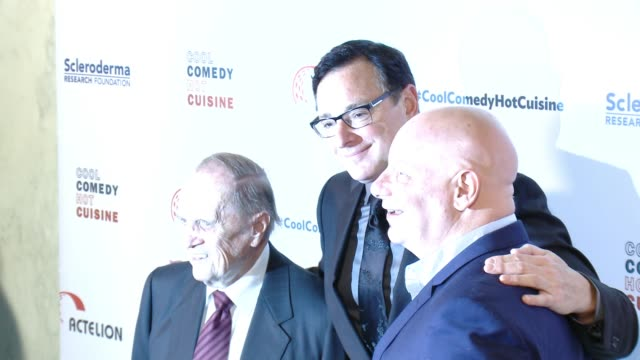 bob saget, jeff ross and bob newhart at the cool comedy - hot cuisine 30th annual benefit for the scleroderma research foundation at the beverly... - ボブ ニューハート点の映像素材/bロール