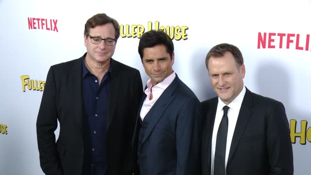vídeos de stock, filmes e b-roll de bob saget john stamos and david alan coulier at the netflix's fuller house premiere at pacific theaters at the grove on february 16 2016 in los... - the grove los angeles