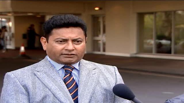 vídeos de stock e filmes b-roll de police studying hotel cctv images pervez mir speaking to press sot - índias ocidentais