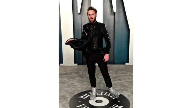 bobby berk attends the 2020 vanity fair oscar party hosted by radhika jones at wallis annenberg center for the performing arts on february 09, 2020... - vanity fair oscar party stock videos & royalty-free footage