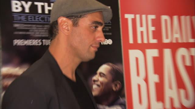 vídeos de stock, filmes e b-roll de bobby cannavale posing for paparazzi on the red carpet - filme documentário