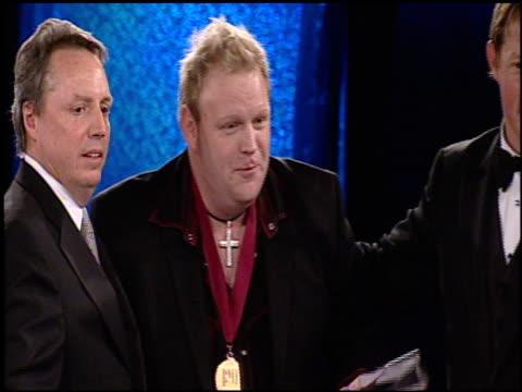 bobby pinson, bmi songwriter of the year at the bmi country awards at nashville tn. - låtskrivare bildbanksvideor och videomaterial från bakom kulisserna