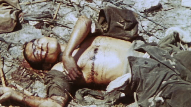 bodies of japanese soldiers lying on the ground during wwii / peleliu palau¬† - 死体点の映像素材/bロール