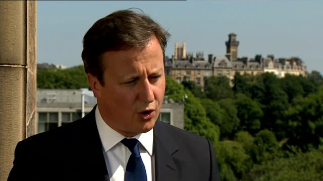 stockvideo's en b-roll-footage met bodies repatriated from malaysian airlines plane crash in ukraine; scotland: glasgow: david cameron mp interview sot - we have an arms embargo in... - repatriëring