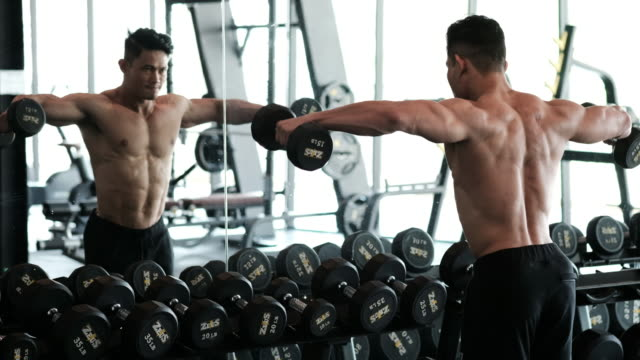 Body builder - Lifting Weights