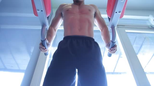 stockvideo's en b-roll-footage met body builder - menselijke arm