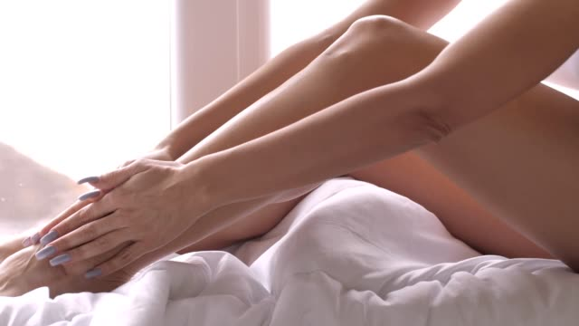 vídeos de stock, filmes e b-roll de cuidados com o corpo - corpo humano