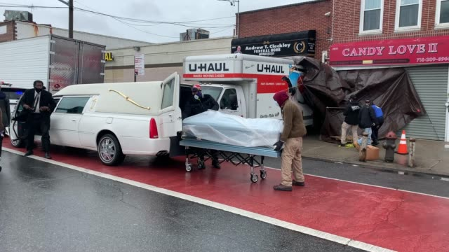 a body is moved on the street outside the andrew cleckley funeral home on april 30 2020 in the brooklyn borough of new york city dozens of bodies... - the human body stock videos & royalty-free footage