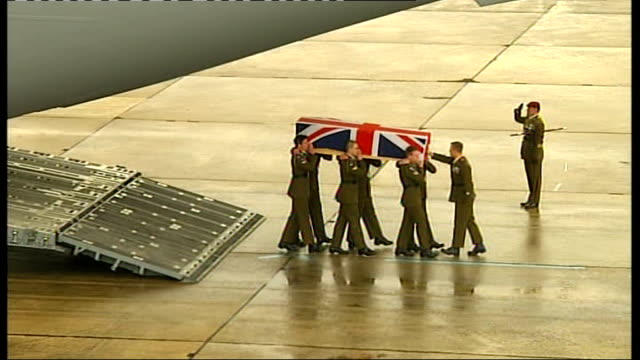 body of corporal steven dunn repatriated; england: wiltshire: raf lyneham: ext union jack draped coffin of corporal steven dunn carried off hercules... - union army stock videos & royalty-free footage