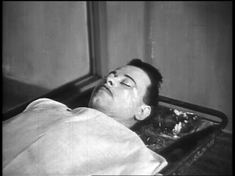 b/w 1934 body of john dillinger lying under sheet on table in morgue - john dillinger stock-videos und b-roll-filmmaterial