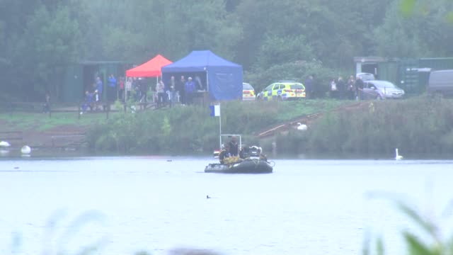 body of missing triathlete recovered; england: kent: ext boat carrying police divers looking for the body of missing triathlete paul gallihawk - triatleta video stock e b–roll