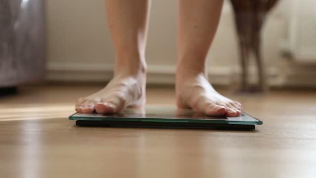 bilancia per il corpo. - human body part video stock e b–roll