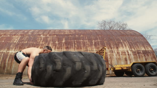WS Bodybuilder flipping giant truck tire, Middletown, Connecticut, USA