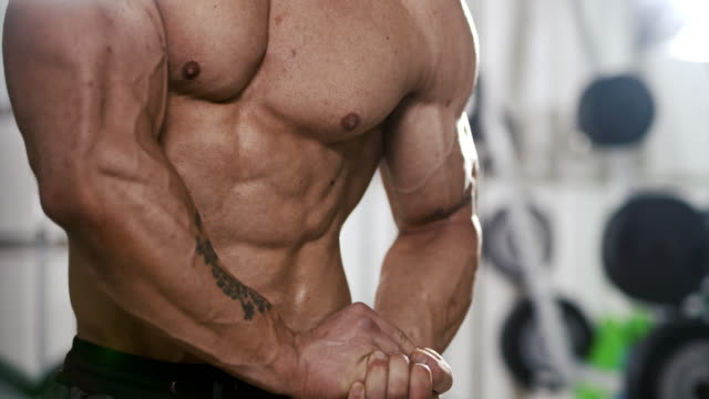 vídeos de stock e filmes b-roll de slo mo bodybuilder in the gym - body building
