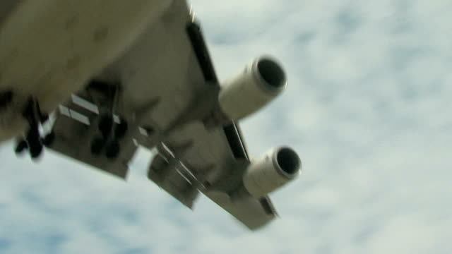 Boeing 747 Airplane Final Approach Overhead
