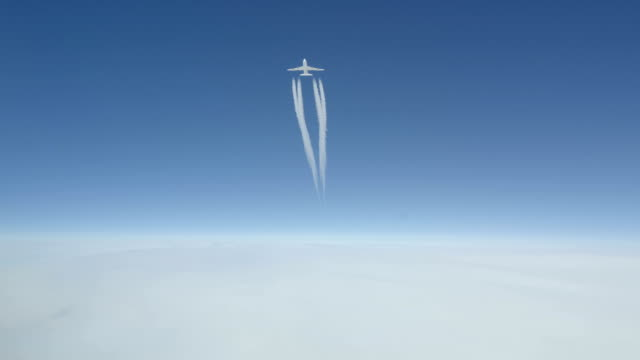 boeing 747 passing 1000 ft overhead - air vehicle stock videos & royalty-free footage