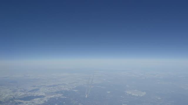 vidéos et rushes de boeing 777 passage 1000 ft sous - traverser