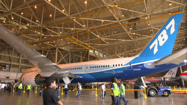 pan boeing 787 dreamliner in hanger for press event/dfw international airport, dallas-fort worth, texas, usa - 飛行機格納庫点の映像素材/bロール