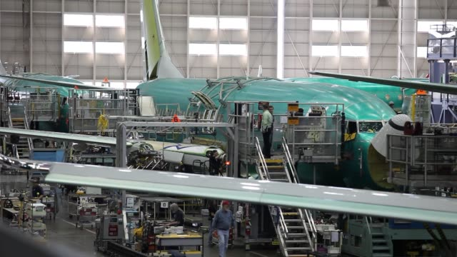 boeing factory workers airplanes boeing factory and airport on may 29 2013 in everett - ボーイング点の映像素材/bロール