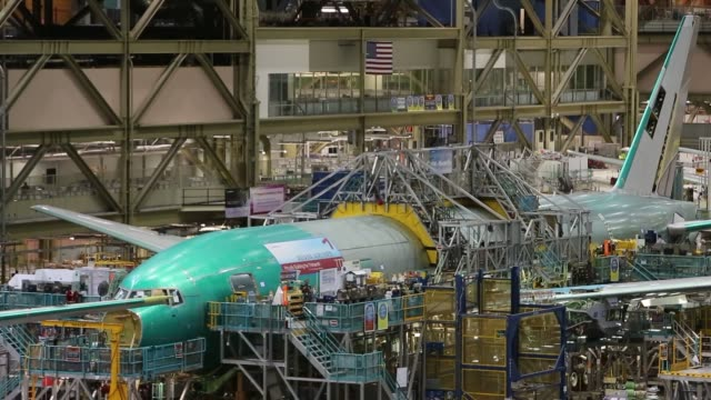 boeing factory workers airplanes boeing factory and operations center on may 29 2013 in everett - ボーイング点の映像素材/bロール