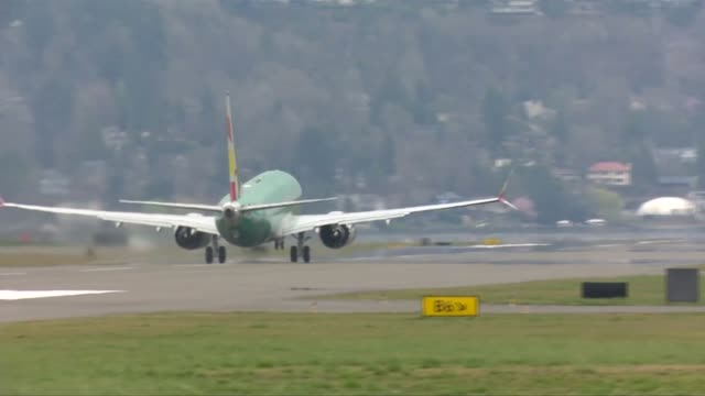 boeing unveils software fix for 737 max after fatal crashes usa washington seattle max plane plane taking off from runway ground to air plane taking... - boeing 737 stock videos & royalty-free footage