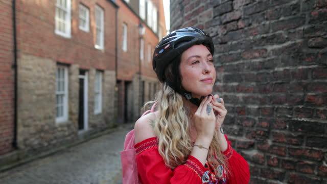 bohemian woman preparing for a bike ride - sports helmet stock videos & royalty-free footage