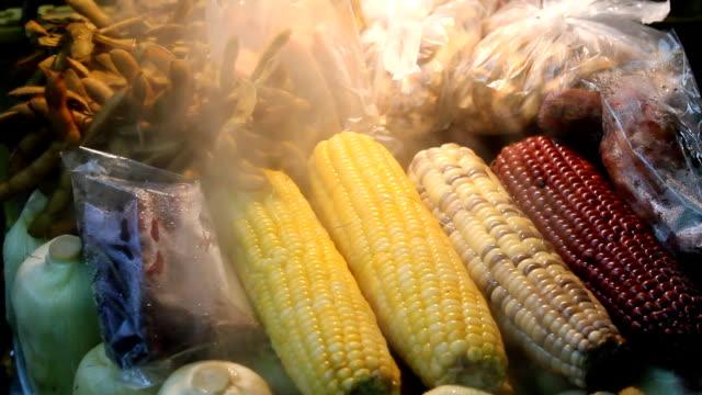 gekochte mais. - schwarz ethnischer begriff stock-videos und b-roll-filmmaterial