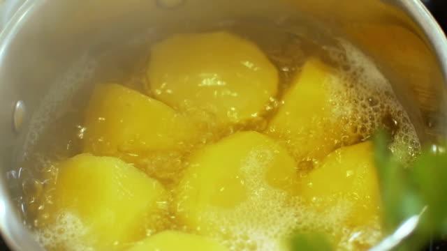 Boiled potatoes, slo mo
