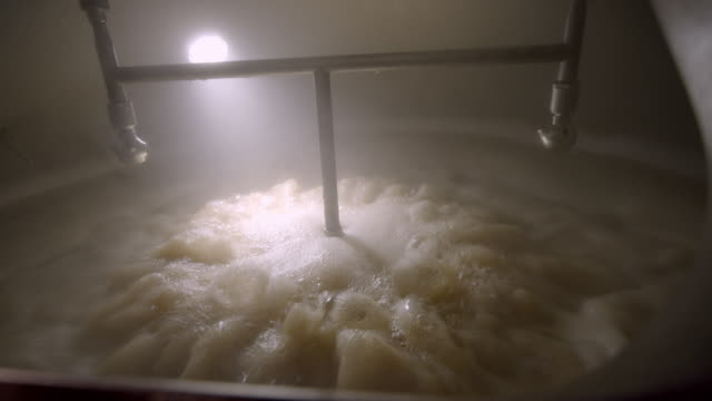 cu boiling the wort in micro brewery boil kettle / thousand palms, california, usa - brauerei stock-videos und b-roll-filmmaterial