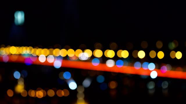 Bokeh Brücke Stadtverkehr auf die in der Nacht in unscharfen