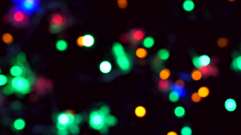bokeh weihnachten blaulicht ist bunt. - fairy lights stock-videos und b-roll-filmmaterial