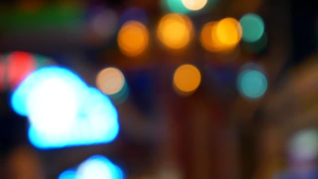 Bokeh cirkel licht wazig time-lapse tijdens de nacht in het pretpark, Time-lapse verkeer