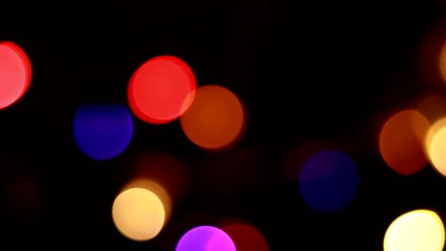 bokeh licht nacht multi farbige - led leuchtmittel stock-videos und b-roll-filmmaterial