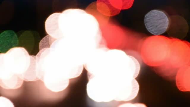vidéos et rushes de lumière bokeh de voiture en mouvement film ton - boîte de film