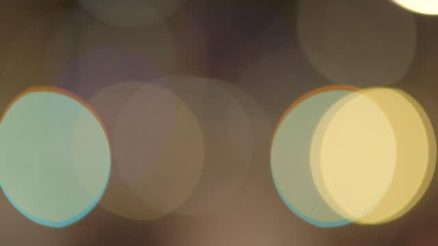 vídeos y material grabado en eventos de stock de bokeh rack focus, lights on bokeh texture - panorámica