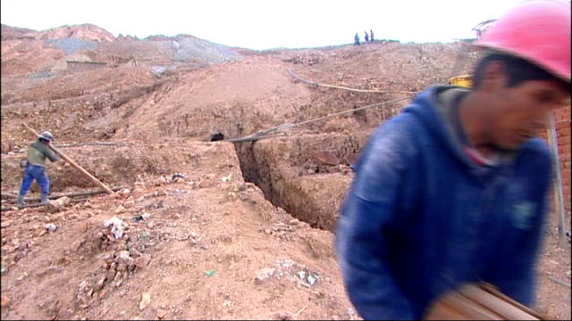 bolivia is the site of large reserves of lithium likely to be main resource of future cerro rico bolivian miners moving rubble carrying away wooden... - getönt stock-videos und b-roll-filmmaterial