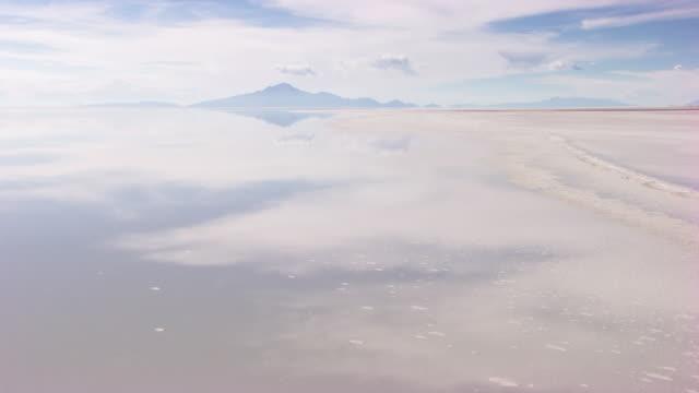 bolivia: uyuni's salar - ウユニ塩湖点の映像素材/bロール