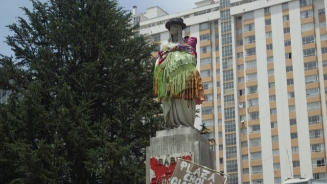 bolivian activists from feminist groups place signs on a vandalised statue of queen isabella i of spain, who sponsored the expeditions which led... - christopher columbus explorer stock videos & royalty-free footage