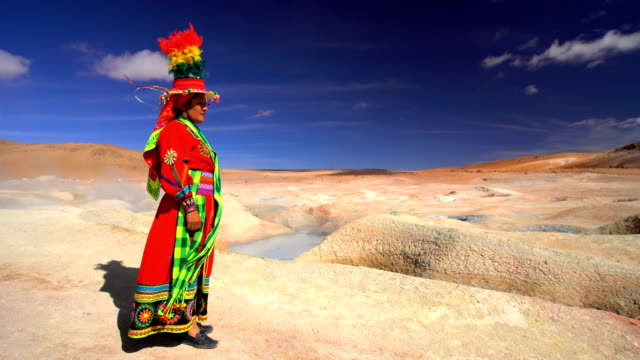 bolivian female by geothermal hot springs national reserve - natürliches thermalbecken stock-videos und b-roll-filmmaterial