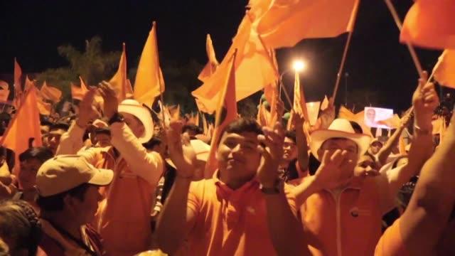 vídeos de stock, filmes e b-roll de bolivian opposition candidate carlos mesa closes his presidential campaign in santa cruz - mesa formação rochosa