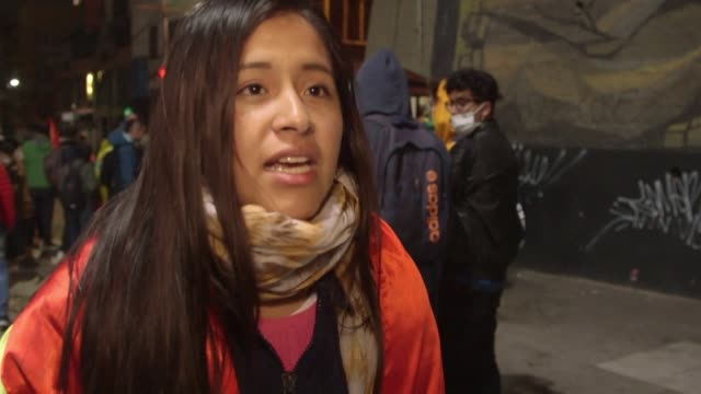 bolivian police fire tear gas to attempt to subdue university students as they protest at the door of la paz's largest public university over the... - eventuell stock-videos und b-roll-filmmaterial