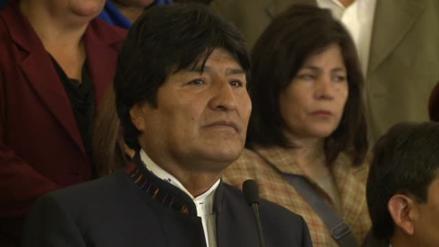 bolivian president evo morales tearfully says he is crushed by the death of hugo chavez clean bolivian president morales crushed on march 06 2013 in... - evo morales stock videos & royalty-free footage