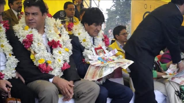 vídeos y material grabado en eventos de stock de bolivians celebrated the alasitas festival on thursday in which people buy miniature statues representing their hopes for the coming year and... - satírico