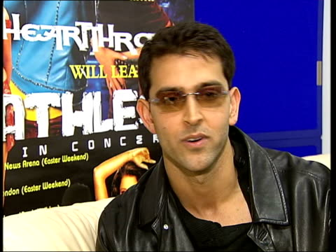 bollywood star hrithik roshan interview itn hrithik roshan interviewed sot if you want to be the best you have to give it that much roshan fans... - itv london tonight点の映像素材/bロール