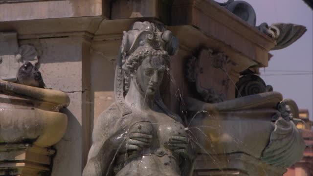 vídeos y material grabado en eventos de stock de bologna, italy - figura femenina
